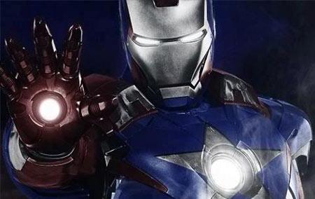 Ele não fez muita coisa, mas é legal ver o Homem de Ferro com a armadura do Capitão América, err.. quer dizer o Patriota.