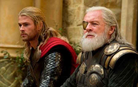 Mais maduro, Thor pede os conselhos de Odin para saber como agir.
