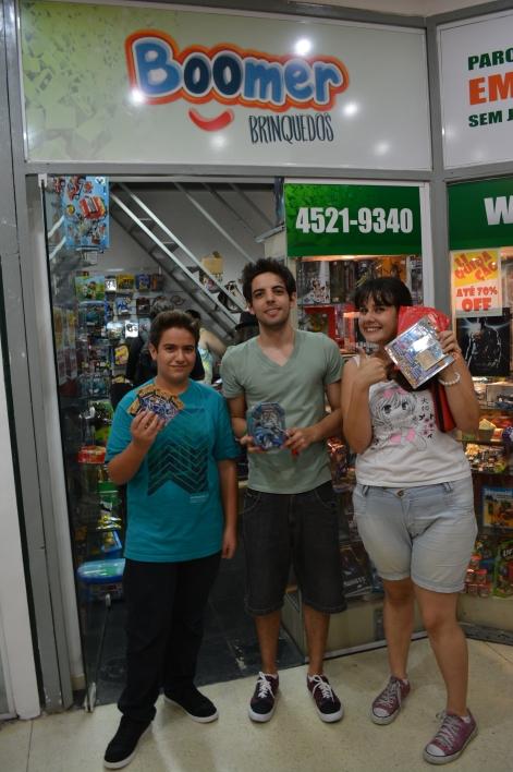 Matheus, Kaique e Alexandra, vencedores do Toneio de Pokémon TCG.
