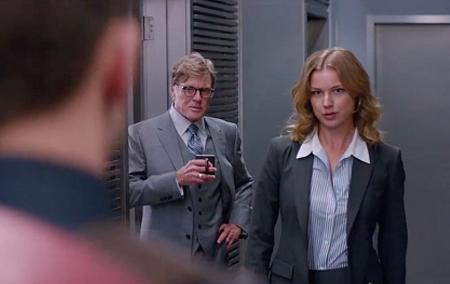 A participação da Agente 13 foi a mais curiosa de todo o longa!