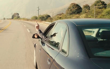 Nunca faça isso no trânsito!